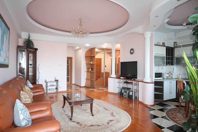 Excelent-Luxury-rent-in-Chisinau (7 of 1).jpg