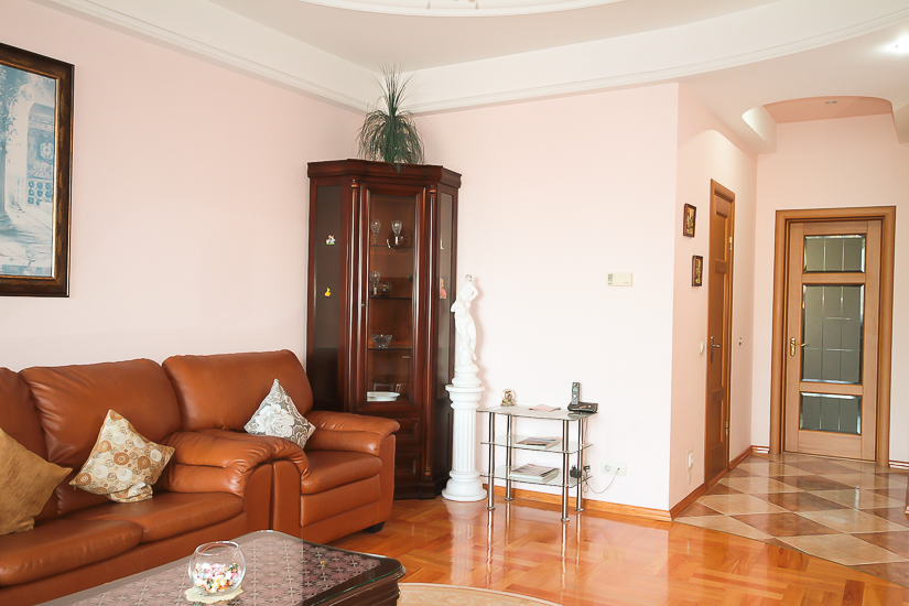 Excelent-Luxury-rent-in-Chisinau (8 of 1).jpg