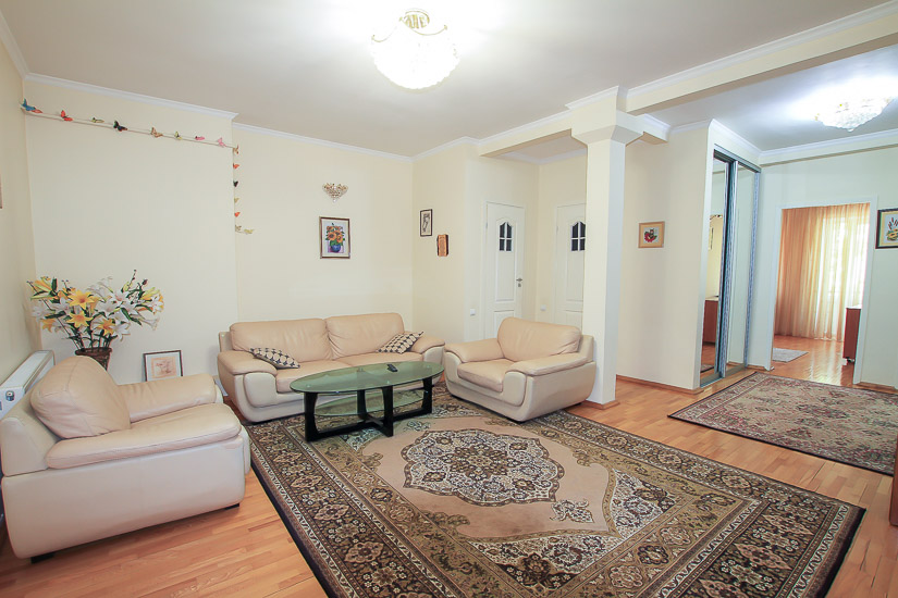 APT-for-rent-in-Chisinau-near-Radsson-hotel-and-central-park-1.jpg